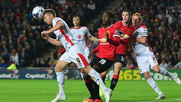"""Video MK Dons 4-0 Man Utd: """"Bầy quỷ"""" thảm bại không tưởng"""